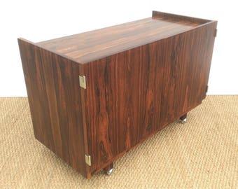ROBERT HERITAGE Cabinet with inner shelf . 1960,s