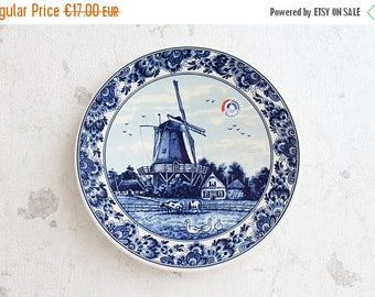 """ON SALE Small decorative blue plate from DELFT (Holland), ceramic and pottery / Netherlands. No. 3720Gk - diameter 21 cm - 8 1/4"""""""