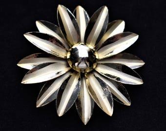 "Vintage Metal Daisy Flower Statement Brooch Coat Sweater Pin Mid Century Costume Jewelry 2.5"""