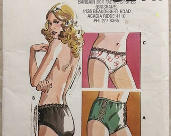 "Womens Panties Briefs Kwik Sew no.719, 1970s Sewing Pattern Size 7-8-9-10, Waist 29""-35"" / 74cm-89cm, Uncut"
