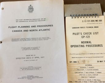 Military Forces 1975 Air Force DND flight informations Pilot check list CP 121 Flight planning and procedure booklets
