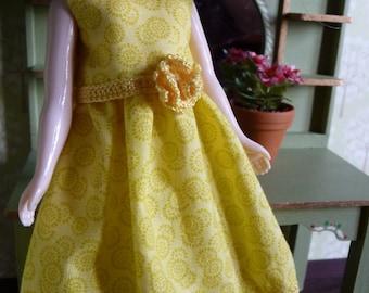 Bright yellow dress for Blythe (Takara body)