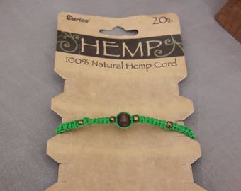 Hand made macrame bracelet with hemp.