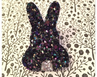 """✨✨Mettez glitter in your life with the """"rabbit"""" brooch"""