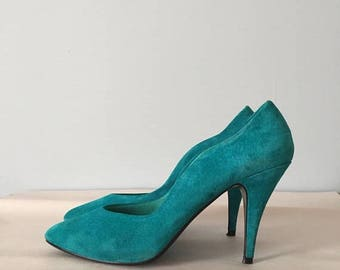 20% OFF SALE... turquoise blue suede high heels || 1980s wave pointy toe stilettos || 8.5