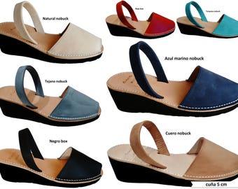 Avarcas menorquinas platform / wedge of 5 cm. made in Menorca, fur, leather. Sandals.