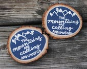 Wood Slice Magnet, The Mountains are Calling and I Must Go, Hand Painted Magnet, Rustic Decor, Kitchen Decor