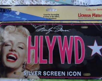 Celebrity License Plate by Sign of The Times Marilyn Monrow Silver Screen Icon With Her Signature   1390
