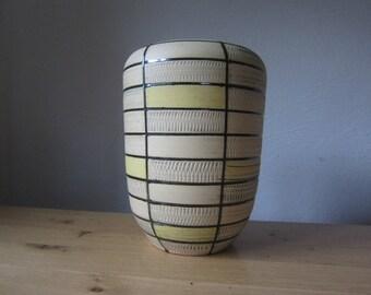 Ü ceramic mid century modern 60s Sgraffito vase