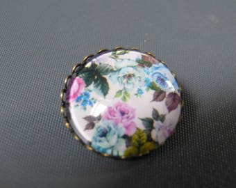 Cabochon pastel flower brooch