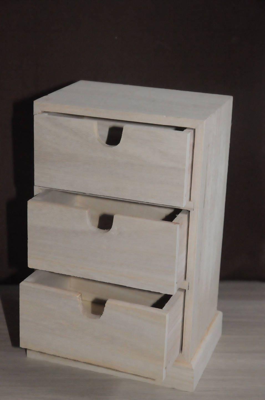petite commode en bois brut d corer. Black Bedroom Furniture Sets. Home Design Ideas