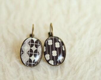 Earrings cabochon Brown geometric pattern