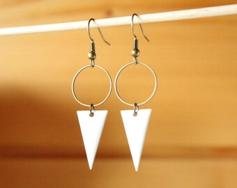 graphic earrings enameled sequin white triangle and ring bronze