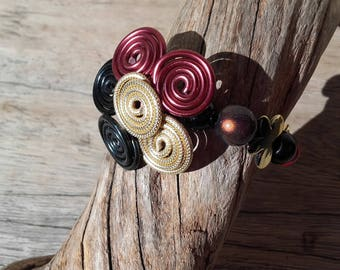 Multicolor flower in aluminum wire and Beads Bracelet