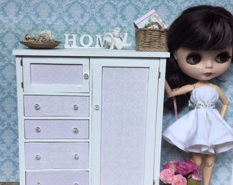 1:6 shabby chic dresser-  furniture for Blythe, Barbie, Monster High, Pullip or other 12 inch dolls