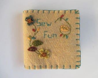 Needle Book/ Needle Case/ Needle Holder/ Wool Felt Needlebook