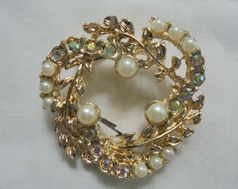 Vintage Brooch with Pearl and Rhinestone Accents