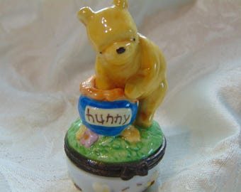 Midwest of Cannon Falls Classic Winnie tje Pooh indulging in his favorite  pastime enjoying Hunny!