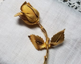 Giovanni Vintage Rose Pin Brooch in Gold Tone
