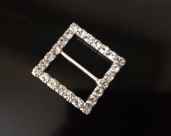 3 cm crystal brooches to spend on a Ribbon for your creations