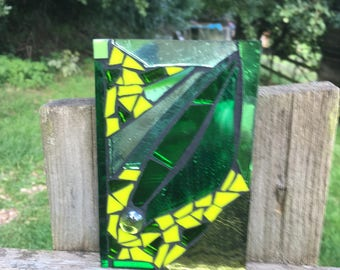 Stained Glass Mosaic Garden Tile - Green Abstract Leaf