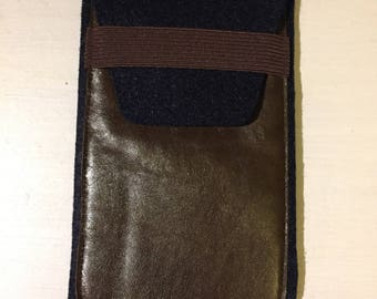 Cell phone case / pouch made of felt and leather with elastic closure