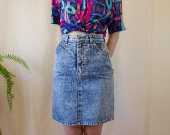 Denim Acid Wash High Waisted Vintage Skirt // Fitted 80s Denim Skirt // Eighties Straight Skirt