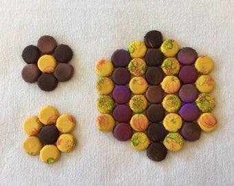 Hexagonal Kitchen Trivet & 2 Coasters with Yellow, Brown Row Design