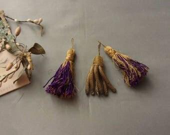 3 tassels framearound, ancient and metallic thread