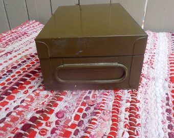 Vintage Storage Box Olive Army Green Locking Money Letters Valuables Herb 420 Stash Jewelry Ammo Metal Very Good Condition W/ Key 7 x 5 x 3