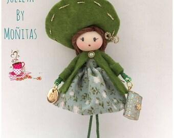 Brooch doll green style Jewelry