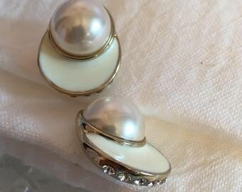 Silvertone / Pearl/Rhinestone White Enamel Post Earrings