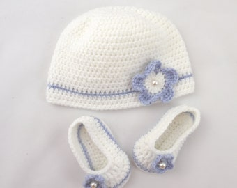 Gift newborn hat and booties crocheted purple and white