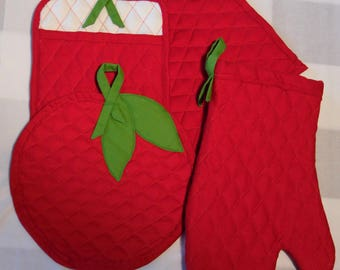 Set of 4, apple pot holder and mitt set