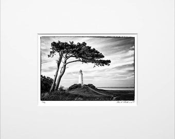"Danilo Böhme ""Windflüchter am Leuchtturm"", Schwarzweiß-Fotografie, FineArt Print im PP, Original, Vintage Print, Limitiert, Handsigniert"