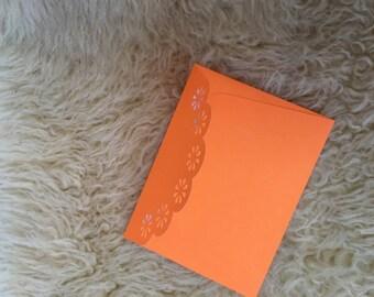 Enveloppe motif découpé fleurs faite main kirigami
