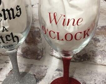 Wine O'Clock red glitter glass