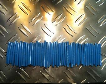 Bracelet with blue wire parts