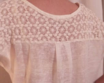 Tee shirt with white lace and cotton