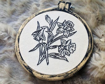 Hand Stitch Floral Daffodil Embroidery Handmade Hoop Art Wall Decor Nature Linen