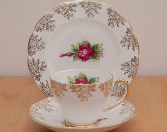 Beautiful Vintage Red flower & Green Leaf  'Roslyn' Fine Bone China