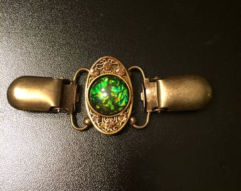 Oval cinch clip with green stone in middle, Bronze clips