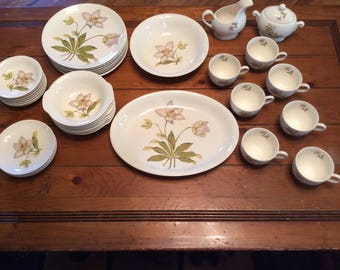 A beautiful vintage dinner set of 36 PIECES from Crown Potteries Co.