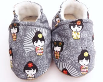 Sole leather baby booties and grey cotton top with kokeshi dolls