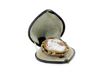 Shell cameo around 1900 from mollusc shell