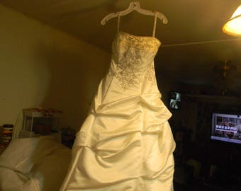 white wedding dress size 6 alfred angelo