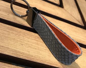Snakeskin keychain - smoky grey