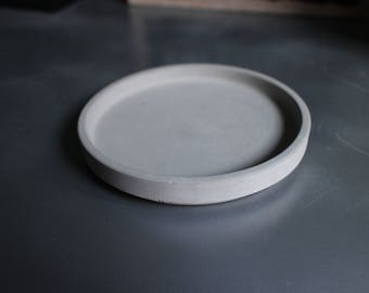 Cups, plates, coasters made of concrete