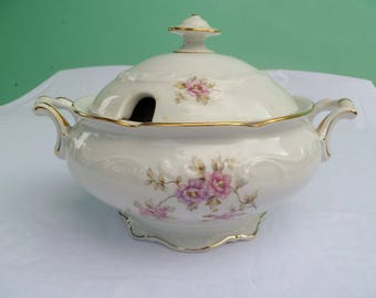 vintage white porcelain bavarian soup tureen with lid decorated with flowers
