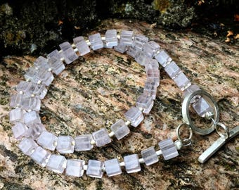 Elegant cube necklace made of Rose Quartz with hand-forged 999 Feinsilbertoggle lock